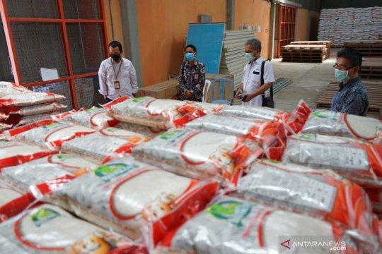 Bulog telah salurkan beras bansos ke 933.725 keluarga di Jabodetabek
