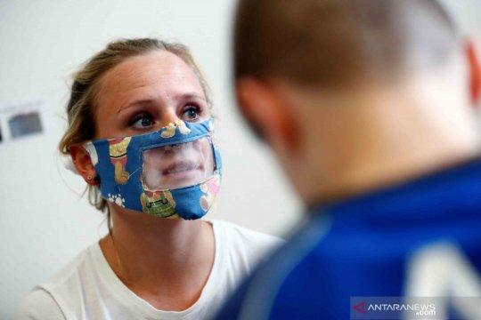 Masker wajah transparan untuk penderita tuna rungu