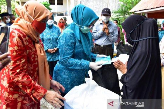 TP PKK-Dharma Wanita Persatuan Sulsel salurkan kebutuhan pokok