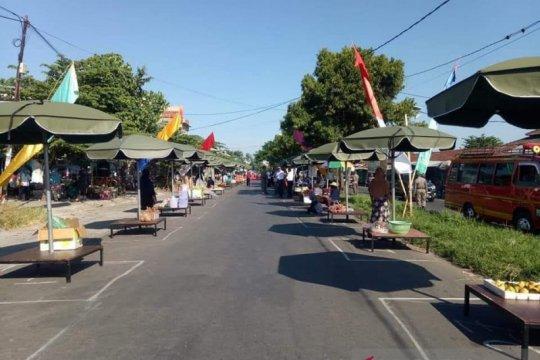 Pasar tradisional di NTB mulai terapkan physical distancing