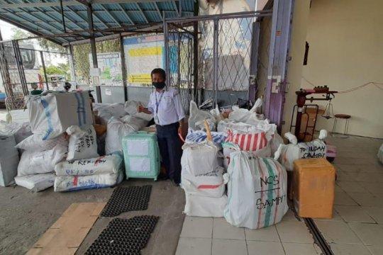 Angkutan penumpang berhenti sementara, Damri mulai layani logistik