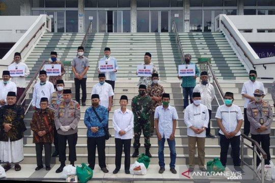 Polda Jateng dan Kodam Diponegoro beri bansos pengurus masjid