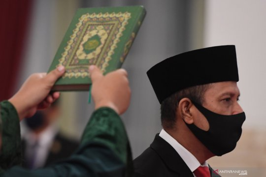 Kemarin, Jokowi Lantik Boy Rafli hingga Bawaslu soal penundaan pilkada