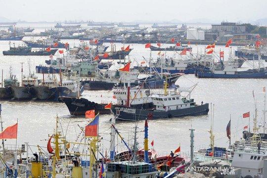 """""""Armada gelap"""" China menangkap ikan di Korut meski ada larangan sanksi"""