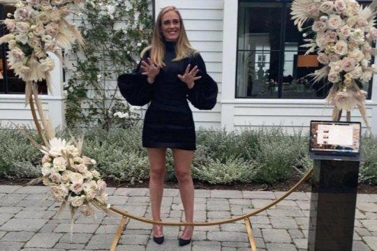 Curi perhatian, gaun yang dikenakan Adele di Instagram habis terjual