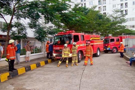 14 mobil pemadam dikerahkan tangani kebakaran apartemen di Setiabudi