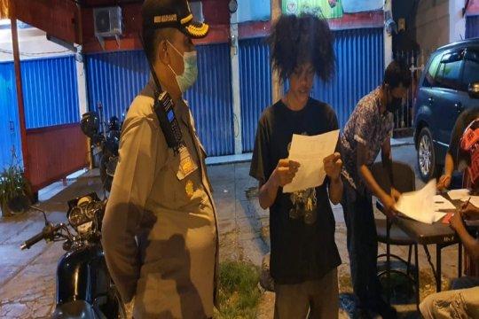 Lewati jam malam terkait COVID-19, polisi tegur 246 warga Jayapura