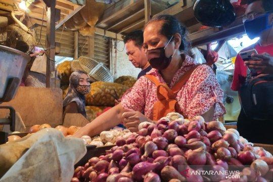 Harga bawang merah dan daging sapi di Pasar Senen naik