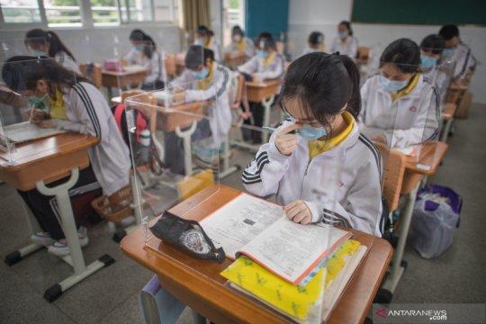 Siswa kembali bersekolah di Wuhan