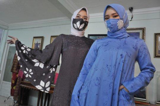 Fashion busana muslim senada masker