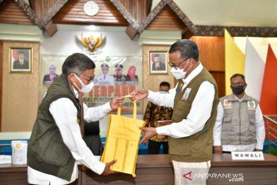 Gubernur Sulsel salurkan APD dan bantuan pangan ke Pemkot Parepare