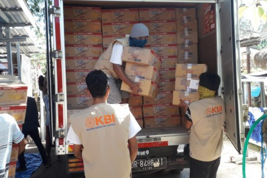 Swasta bagikan 34.000 dus makanan pada masyarakat terdampak COVID-19