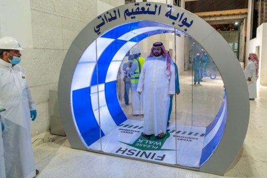 Saudi pasang gerbang sterilisasi di masjid di Mekkah, Madinah