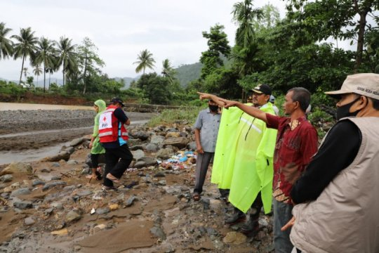 Sedikitnya 18 kepala keluarga di Lhoong mengungsi akibat banjir