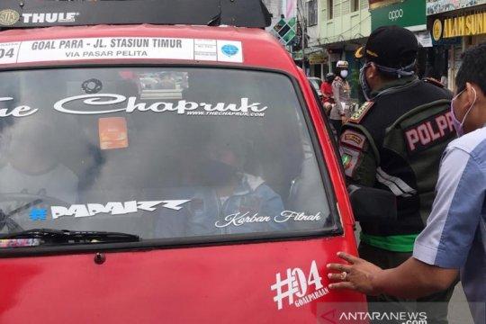 PSBB Jabar, sopir angkot di Sukabumi masih abai pembatasan penumpang