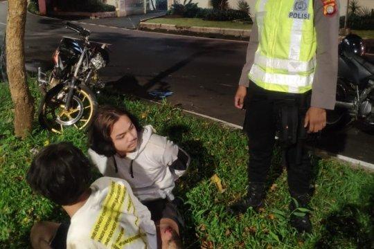 Polisi tangkap dua mahasiswa saat kabur dari patroli PSBB