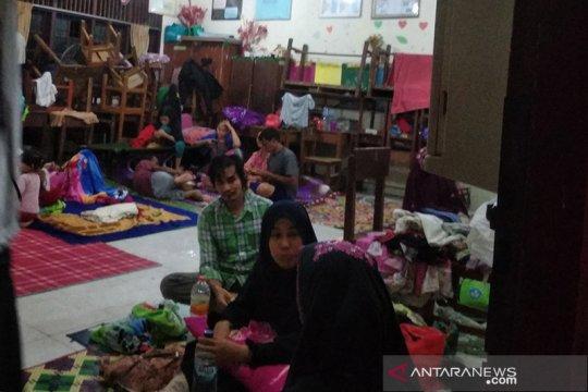 Ratusan korban banjir di Aceh Besar mengungsi di gedung sekolah