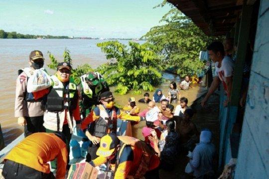 Gubernur Jambi bantu sembako untuk korban banjir  Sungai Batanghari