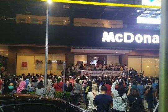 Kemarin, McDonald's Sarinah kena sanksi hingga pemerkosa NF ditangkap