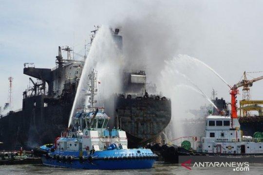 Kapal tanker terbakar di Pelabuhan Belawan Sumatera Utara