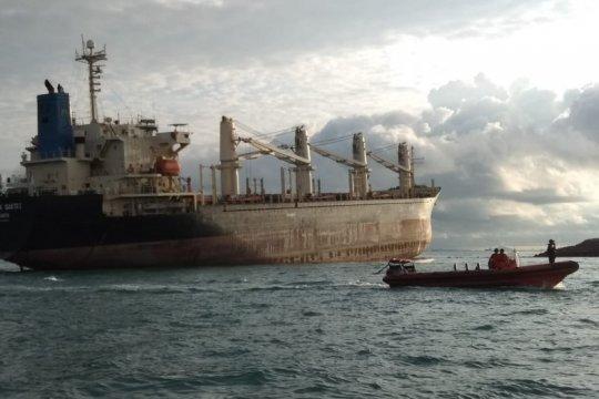 Dua kapal kargo kandas di perairan Batam