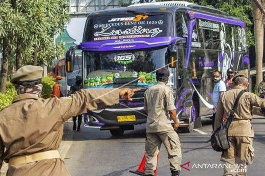 Ribuan kendaraan pemudik diputar balik di Karawang