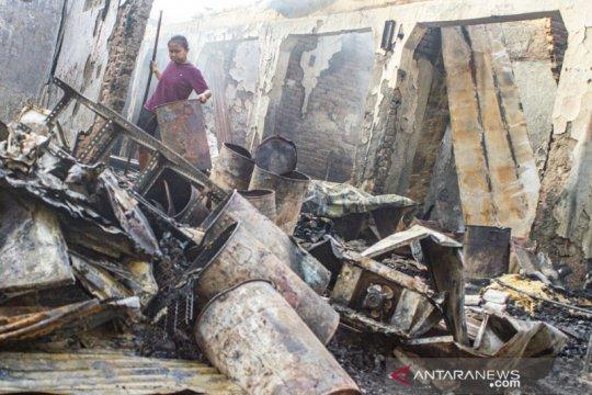 Pasar Simpang Jomin terbakar, enam kios hangus