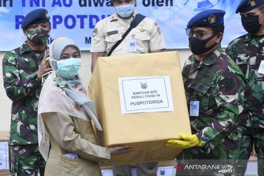 Puspotdirga TNI AU serahkan bantuan sembako dan APD