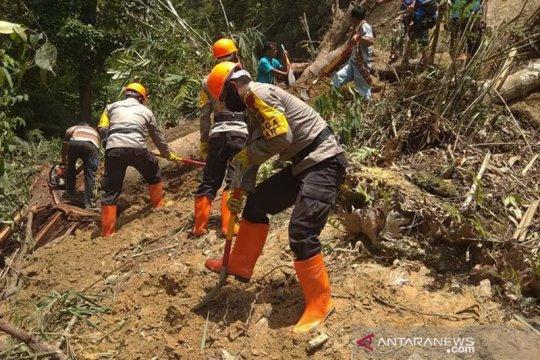 Polda Aceh kerahkan Brimob bersihkan longsor di Gayo Lues