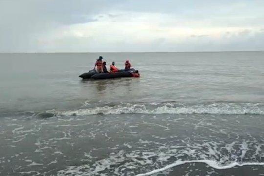Empat pencari ikan yang hilang diterjang ombak ditemukan meninggal
