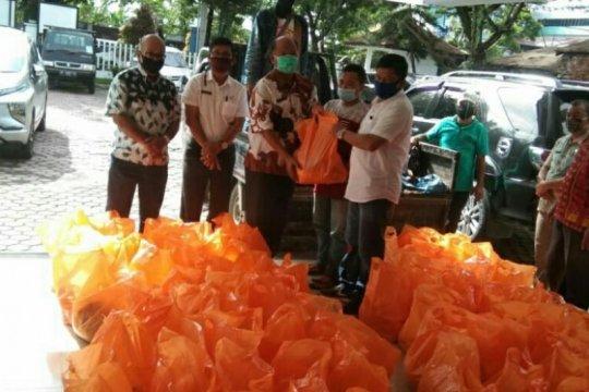 4.200 paket sembako disalurkan untuk buruh di Sumut terdampak COVID-19