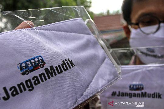 Masker 'jangan mudik' dibagikan gratis kepada warga di Pekanbaru