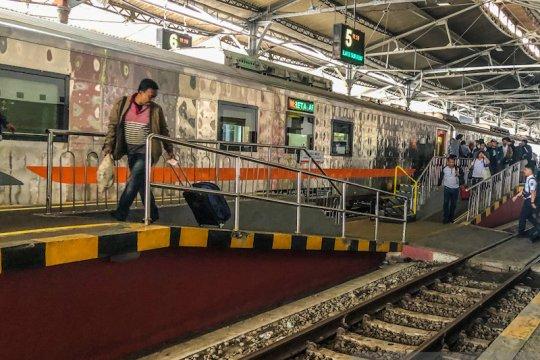 Hari pertama kereta luar biasa di Stasiun Yogyakarta diisi 9 penumpang