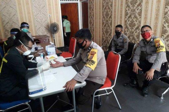 Puluhan personel Polsek KPL Jayapura ikuti rapid test COVID-19