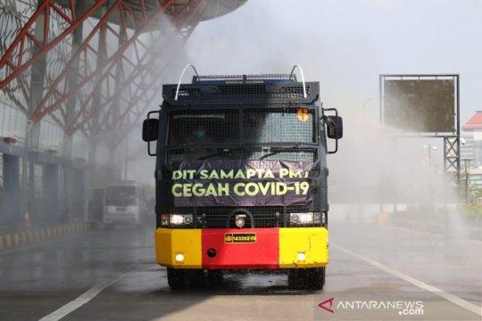 Polda Metro lakukan penyemprotan disinfektan di Terminal Pulo Gebang