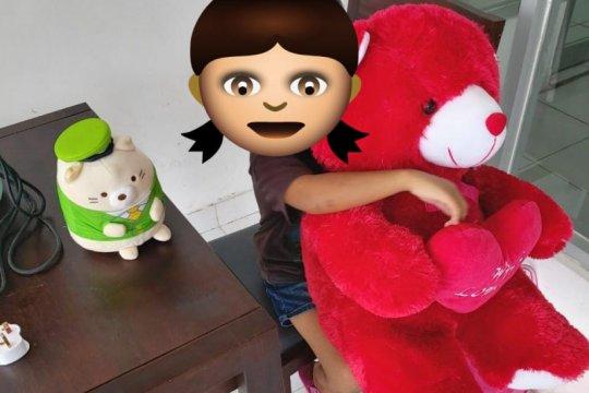 Boneka untuk Tiara