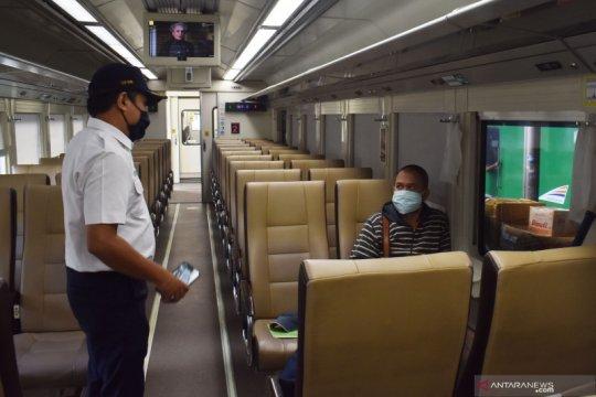 10 penumpang naik turun KA Luar Biasa di Semarang hari ini