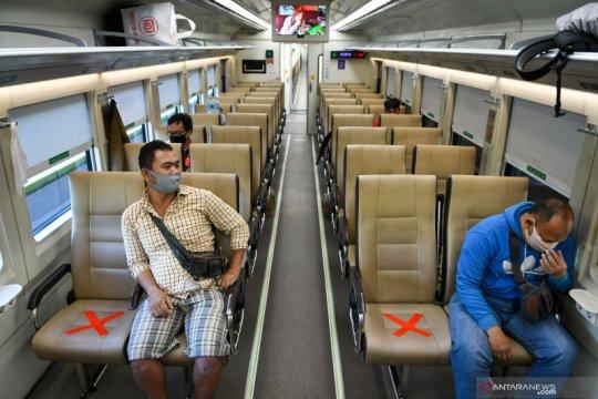 Normal baru, penumpang kereta antarkota wajib gunakan pelindung muka