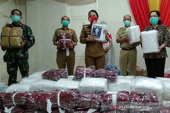 1.272 baju hazmat disalurkan ke RS dan puskesmas di Singkawang-Kalbar