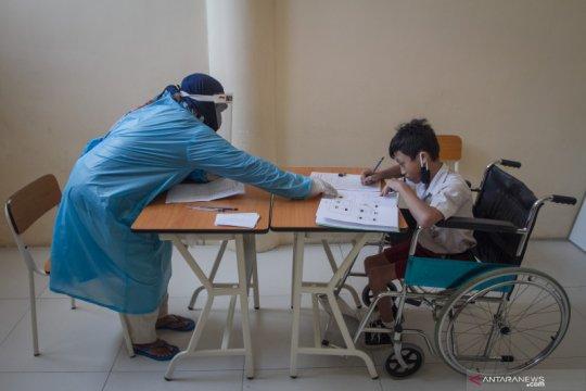 Seorang anak berkebutuhan khusus tetap produktif saat pandemi COVID-19