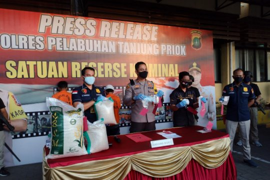 Pelaku curi beras beraksi saat pengiriman ke Pelabuhan Tanjung Priok