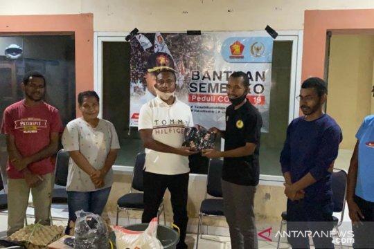 Anggota DPR bagikan sembako bagi 20 asrama mahasiswa Papua