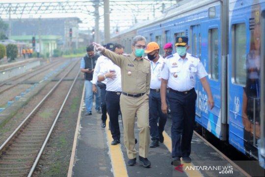 Aturan penumpang KRL bawa surat tugas terus disosialisasikan