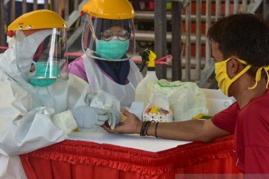 Empat orang positif dalam rapid test massal sejumlah pasar di Karawang