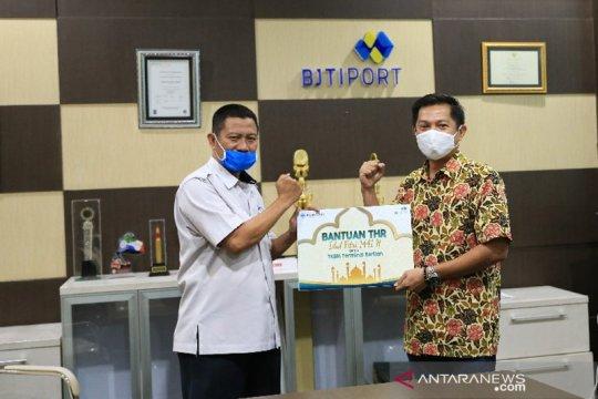 Seribu tenaga kerja bongkar muat Tanjung Perak terima bantuan THR