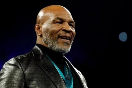 Mike Tyson rela lepaskan rekor juara dunia termuda