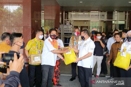 Bamsoet beri 200 paket bansos bagi sopir angkutan umum di DKI Jakarta