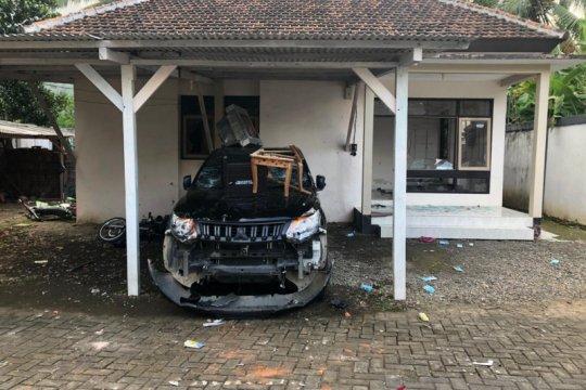 Massa rusak kantor seksi TNMB hingga lukai petugas