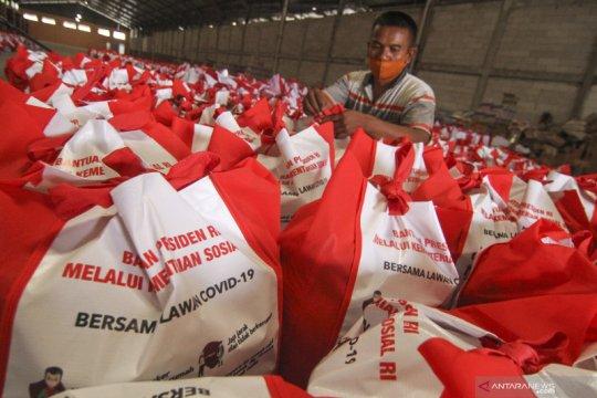 Bantuan sembako dari Presiden di Depok