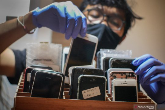 Penjualan gawai merosot karena pandemi virus corona